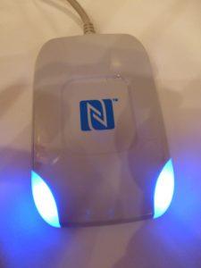写真⑧ NFC対応のリーダライタ