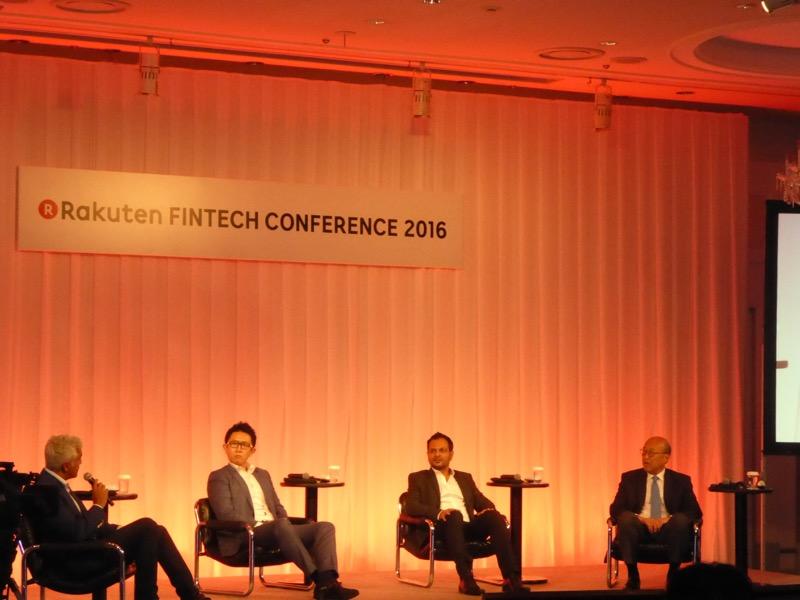 写真⑧ 「Asian FinTech Innovations」 写真左から、モデレーターのスマント・マンダル氏(March Capital パートナー)、林 良太氏(Finatext 代表取締役)、サティエン・コサリ氏(Cube 創業者兼CEO)、ダニエル・ト氏(中国平安グループ グループチーフイノベーションオフィサー)