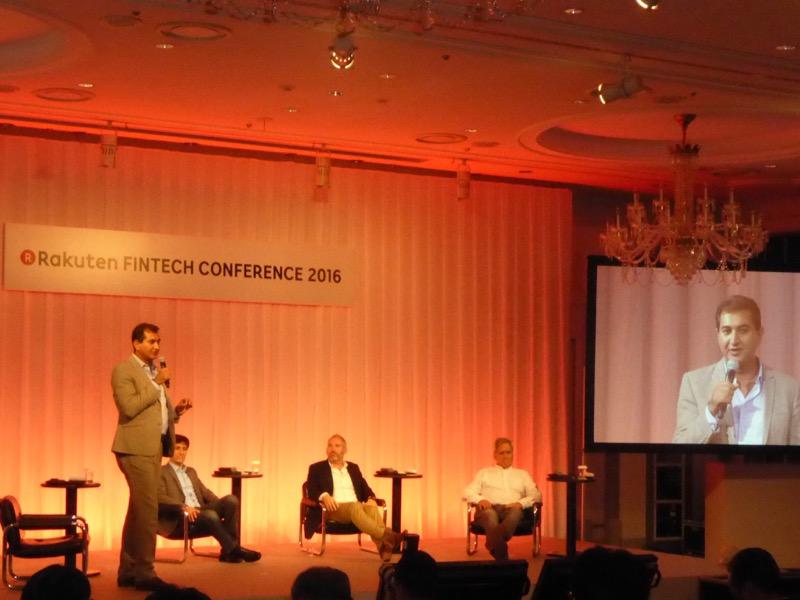 写真⑨ 「Money Transfer to the world―より早く、より安く、より便利に」 写真左から、モデレーターのブンディープ・シン・ランガー氏(Rangar Capital Management マネージング・パートナー)、スコット・ガリット氏(Payoneer CEO)、マイケル・ケント氏(Azimo 創業者兼CEO)、マイケル・レイブン氏(Currencycloud CEO)