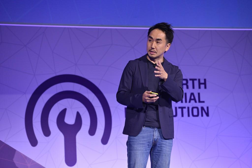 写真① LINE 代表取締役社長 CEOの出澤 剛(いでさわ・たけし)氏。おだやか、かつ、丁寧な日本語で、MWCに詰めかけた世界中の聴衆に語りかけた。
