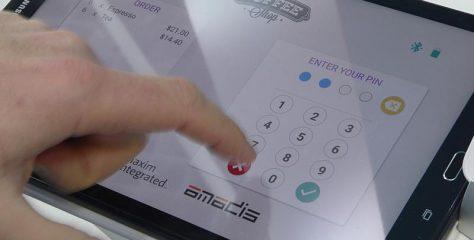 【TRUSTECH 2018】暗証番号もタブレット画面へのタッチ入力でOK、「ピン・オン・グラス」実用化はmPOS端末の価格破壊を招くか?