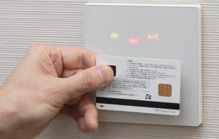 指紋認証による解錠の様子(出典:大日本印刷の報道発表資料より)